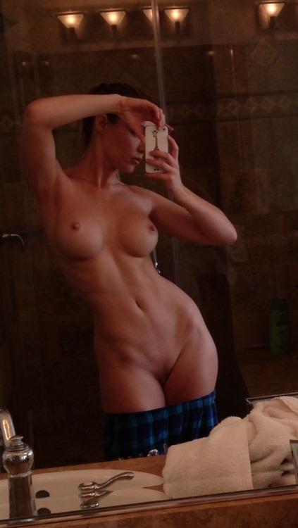 Jeune maman coquine 18 cul sexy